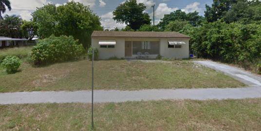 427 Seminole Dr Lake Worth FL  33462
